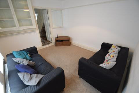 3 Bedroom Flat To Rent   North Road, Heath, Cardiff