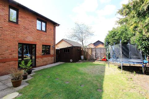 4 bedroom detached house for sale - Candidus Court, Peterborough