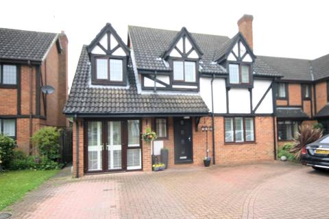 4 bedroom detached house for sale - Superbly Presented Detached Property