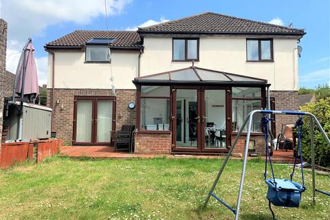 5 bedroom detached house for sale - Family Home With Annex, Fordington Fields