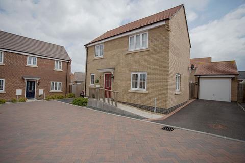 3 bedroom detached house for sale - Kilbride Way, Peterborough, Cambridgeshire. PE2 6SX