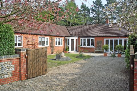 3 bedroom detached bungalow for sale - Orchard Close, Holt NR25