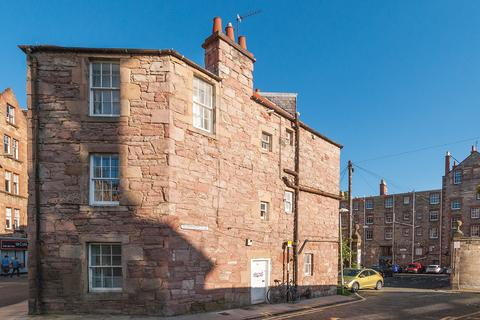 3 bedroom flat to rent - Edinburgh EH8