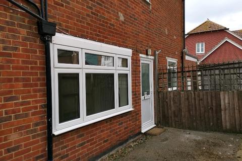 2 bedroom ground floor flat to rent - Pagham Road, Nyetimber, Bognor Regis, West Sussex. PO21 3QD