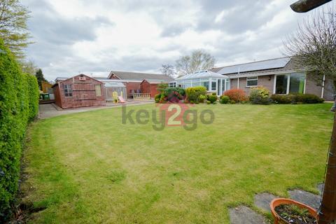 3 bedroom detached bungalow for sale - Twickenham Crescent, Halfway, Sheffield, S20