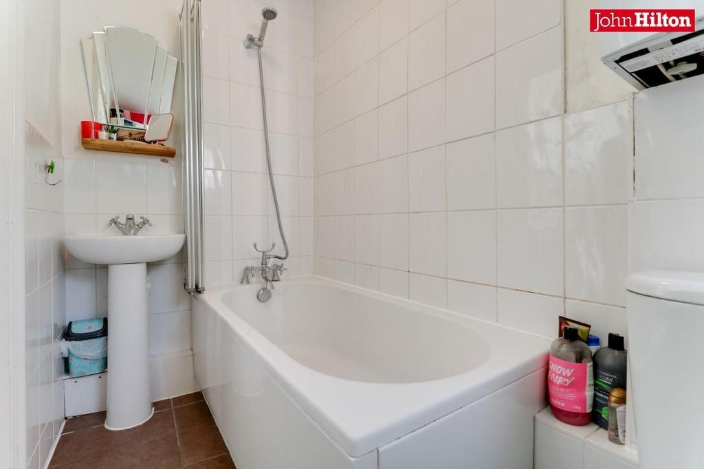 968. Bathroom (3).jpg
