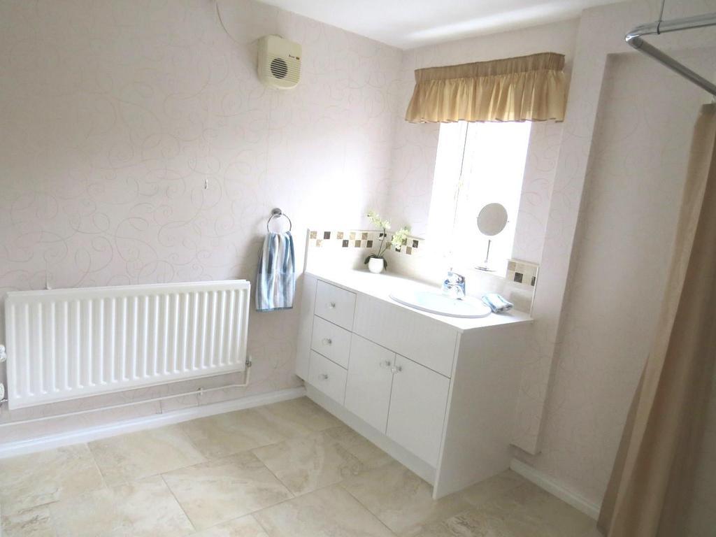 Large en suite shower room / wc off