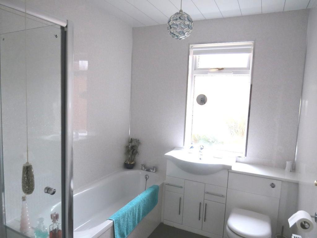 Combined bathroom / wc