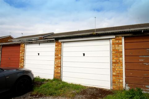 Garage to rent - Merton Road, Bearsted, Maidstone