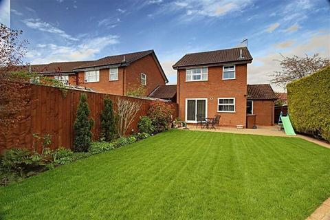 3 bedroom detached house for sale - South Side, Aylesbury