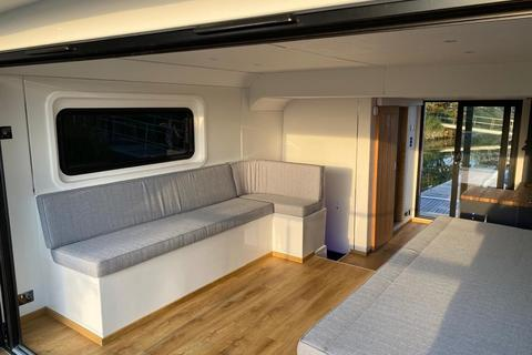 2 bedroom property for sale - The Boat House, Sandhills Meadow, Shepperton