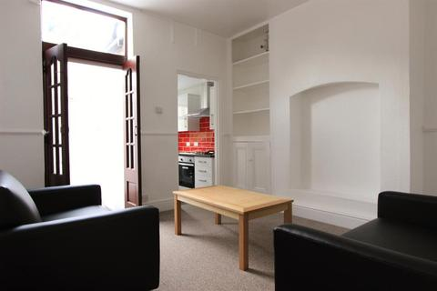 3 bedroom terraced house to rent - Hunter House Road, Sheffield, S11 8TW