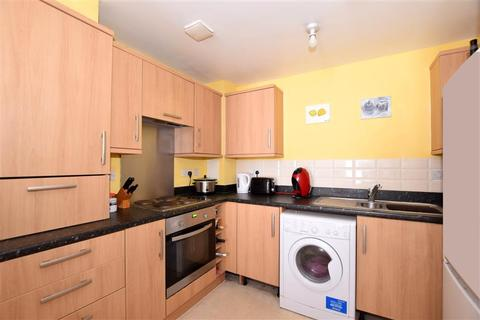 2 bedroom ground floor flat for sale - Drummond Grove, Ashford, Kent