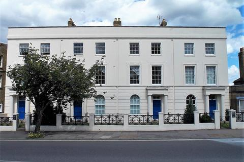 2 bedroom flat for sale - New Road Avenue, Chatham ME4