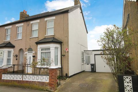 3 bedroom semi-detached house for sale - Tachbrook Road, Feltham, TW14