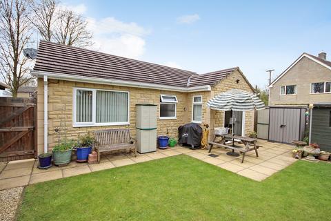 2 bedroom detached bungalow for sale - Croft Lane, Standlake, Witney