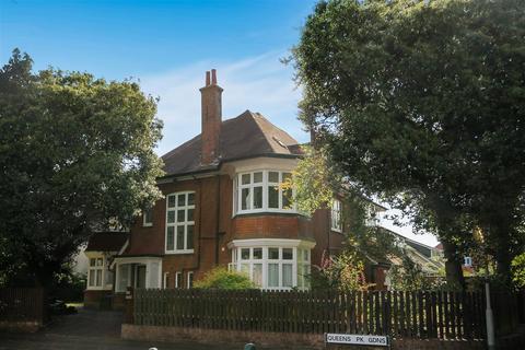 Studio to rent - Queens Park Gardens, Bournemouth