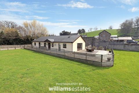 4 bedroom detached bungalow for sale - Efenechtyd, Ruthin