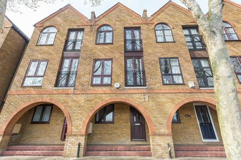 3 bedroom townhouse to rent - Brunswick Quay, Canada Water,London