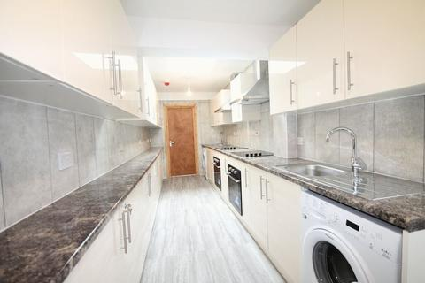 7 bedroom terraced house to rent - Fordhouse Lane, Birmingham, B30