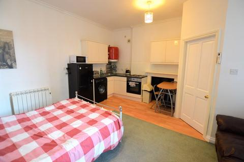 Studio to rent - Micklegate, York