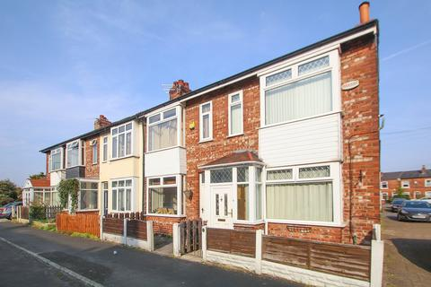 3 bedroom end of terrace house to rent - Richmond Avenue, Urmston, Manchester, M41