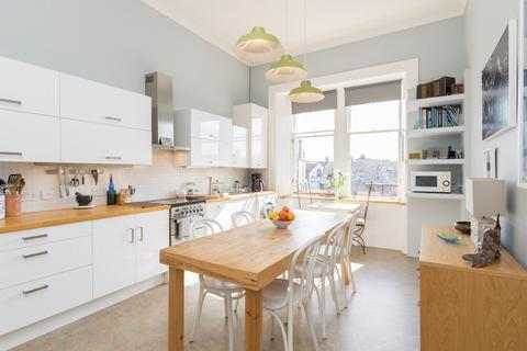 2 bedroom flat for sale - Sandport Street, The Shore, Edinburgh, EH6