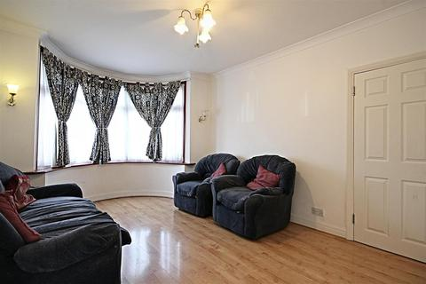 4 bedroom house to rent - Cairnfield Avenue, London