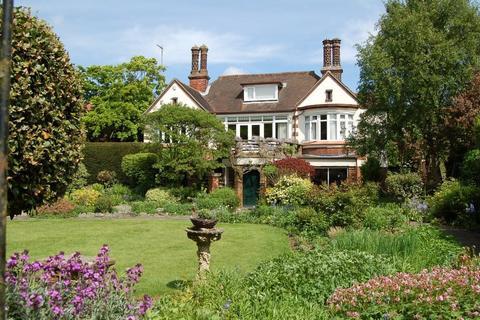 4 bedroom detached house for sale - Easy walking distance Christchurch Park & town centre