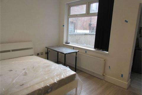 Studio to rent - Albany Road, Coventry, West Midlands