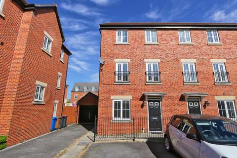 4 bedroom end of terrace house to rent - 35 Lorna Way Irlam Manchester