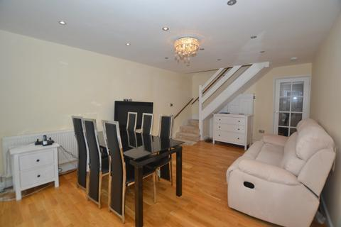 2 bedroom terraced house to rent - Becketts Close, Feltham