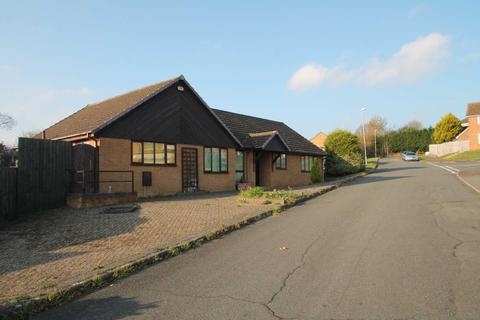 4 bedroom bungalow for sale - The Downs, Wellingborough