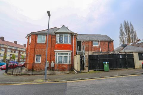 2 bedroom flat to rent -  Thimblemill Road,  Smethwick, B67