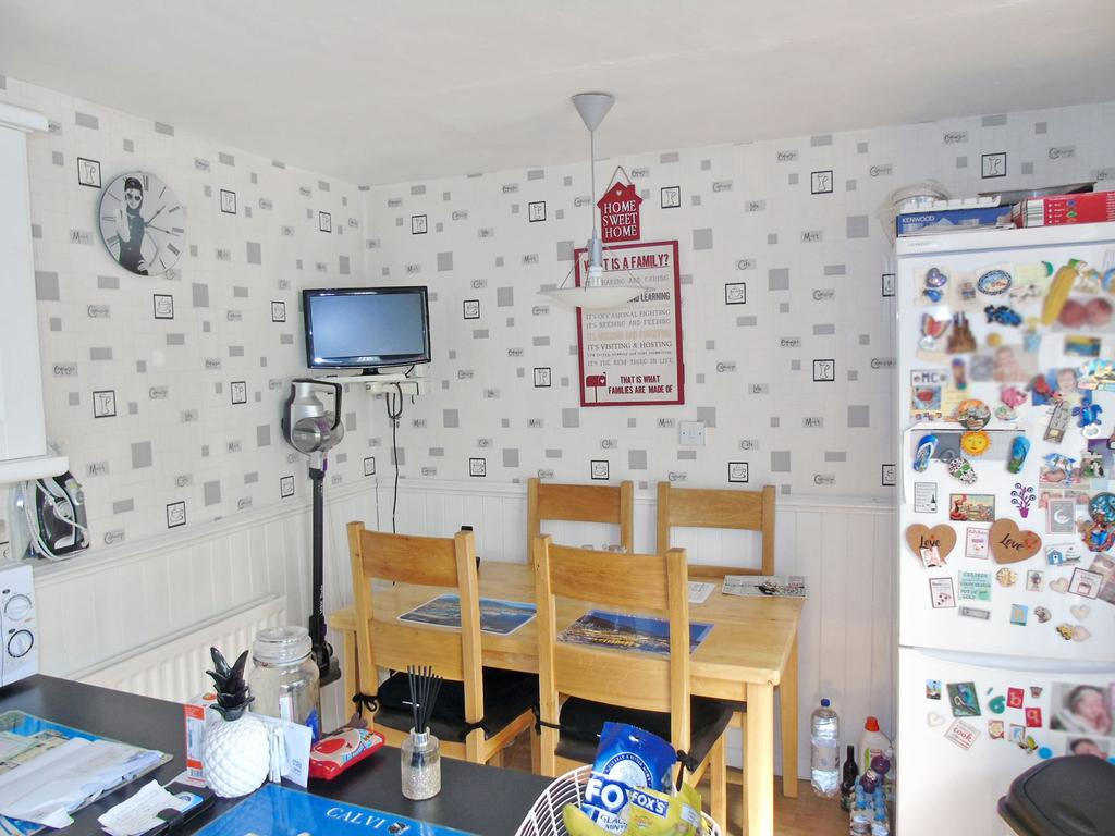 3 Bed Terraced Property For Sale in Queens Court, Gateshead
