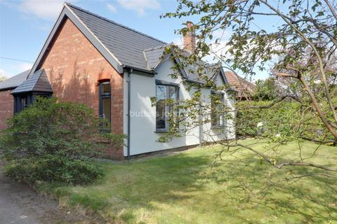 3 bedroom bungalow for sale - Swanlow Lane, Winsford