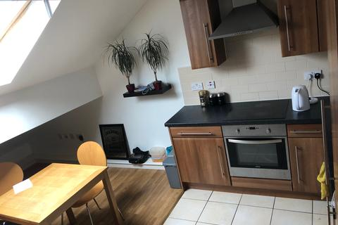 2 bedroom flat to rent - Redcourt, Athlone Grove, Leeds LS12, Armley LS12