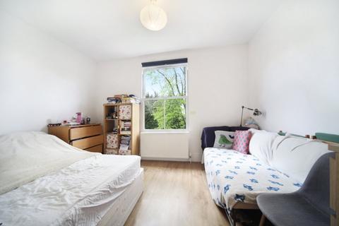 Studio to rent - Gloucester Drive, London, N4