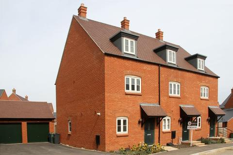 3 bedroom townhouse for sale - Talbot Close, Brackley