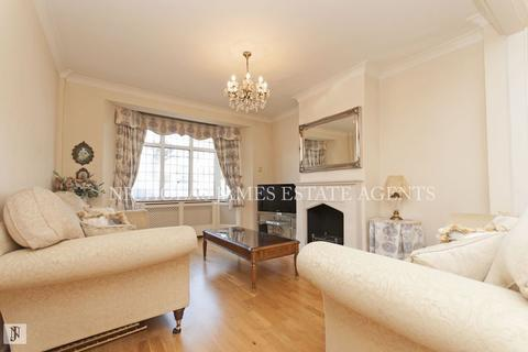 3 bedroom semi-detached house to rent - Gloucester Gardens, Cockfosters EN4
