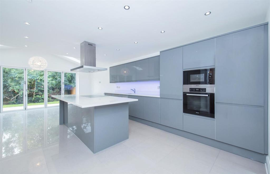 Bishopton Close 4 Kitchen.jpg
