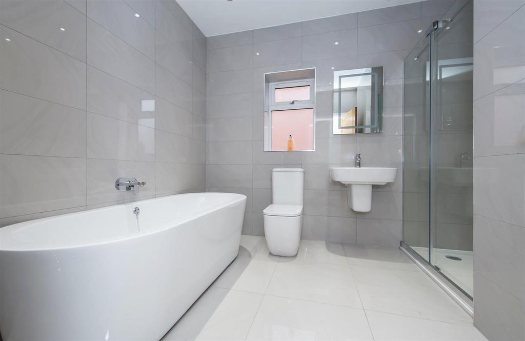 Bishopton Close 4 Bathroom.jpg