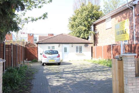 2 bedroom detached bungalow for sale - Harrington Road, London
