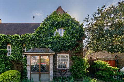2 bedroom semi-detached house for sale - Gospatrick Road, Tottenham, N17