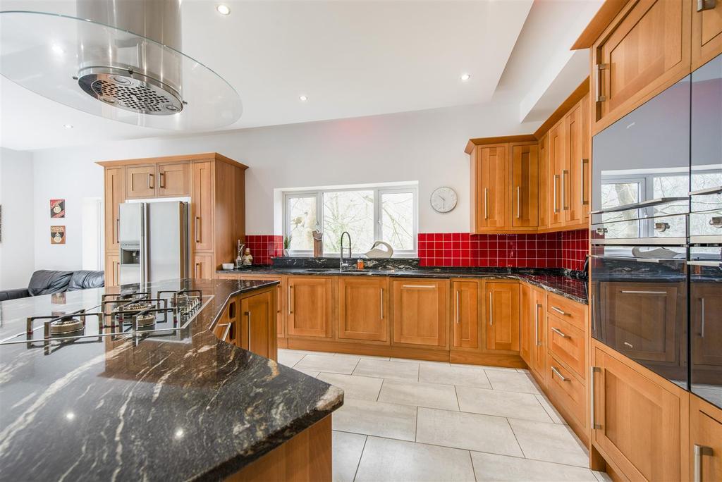 460293 (6) Kitchen 2.jpg