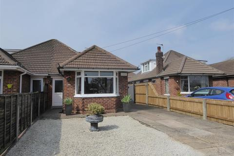 3 bedroom bungalow for sale - Croxby Grove, Scartho