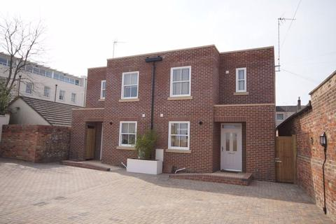2 bedroom house to rent - Off Hewlett Road GL52 6FB
