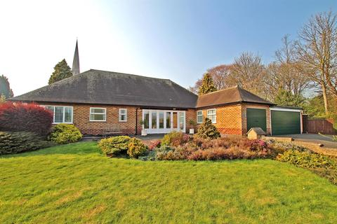 4 bedroom detached bungalow for sale - Rectory Drive, Gedling, Nottingham