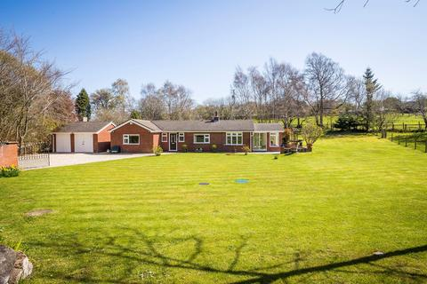 3 bedroom bungalow for sale - Hafod Moor, Gwernaffield, Mold, CH7