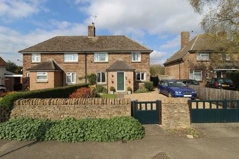 3 bedroom semi-detached house for sale - Farthinghoe Road, Charlton